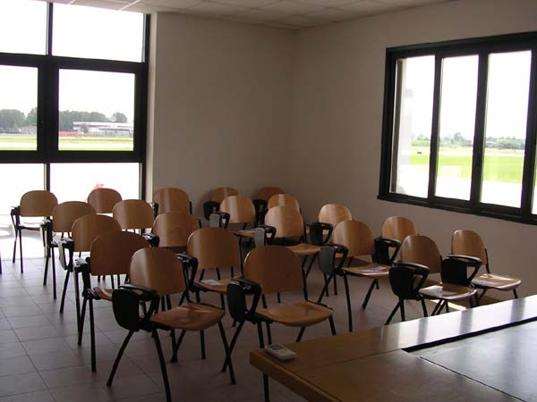 La sala corsi di Fto Padova, presso l'aerostazione dell'aeroporto civile della città.